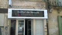 Enseigne esthéticienne, spa. Casquette aluminium et lettres en adhésif à Chateaurenard, Bouches du rhône,