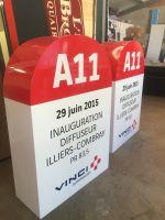 Conception de bornes pvc + décors adhésif  pour inauguration Vinci autoroute.