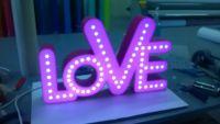 Création , lampe en lettres boitier plexi + décors, eclairage par diodes.
